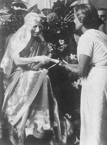 Мать и Сахана Дэви