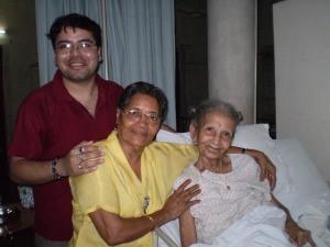 Анураг Банерджи с Долли Мутсудди и Эшей Мукхерджи в августе 2010г.